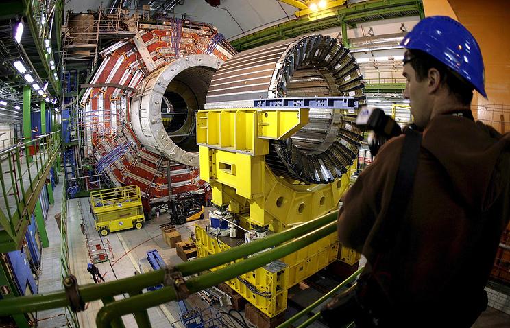 Большой адронный коллайдер в Европейском центре ядерных исследований в Женеве