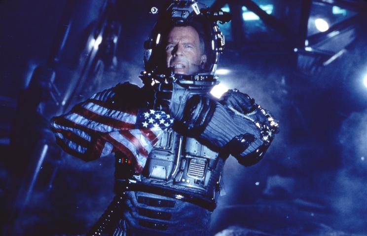 """Кадр из х/ф """"Армагеддон"""" (США, 1998), по сюжету которого команда астронавтов высаживается на астероид"""