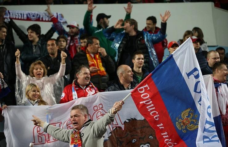 Болельщики во время матча между сборными Черногории и России