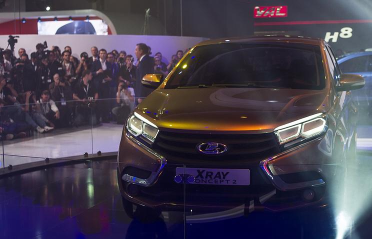 Концепт-кар компании АвтоВАЗ Lada XRay с новым логотипом