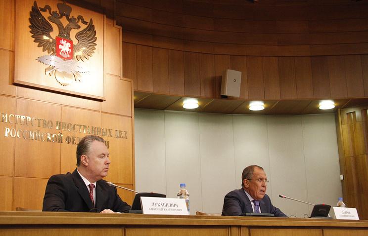 Официальный представитель МИД России Александр Лукашевич и глава МИД России Сергей Лавров