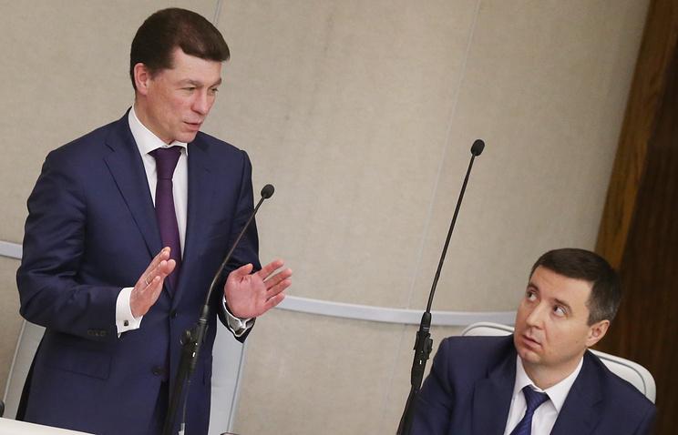 Министр труда и социальной защиты РФ Максим Топилин (слева)