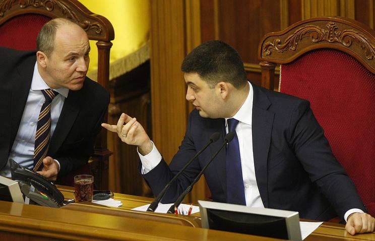 Первый заместитель председателя Верховной рады Украины Андрей Парубий и спикер Верховной рады Владимир Гройсман