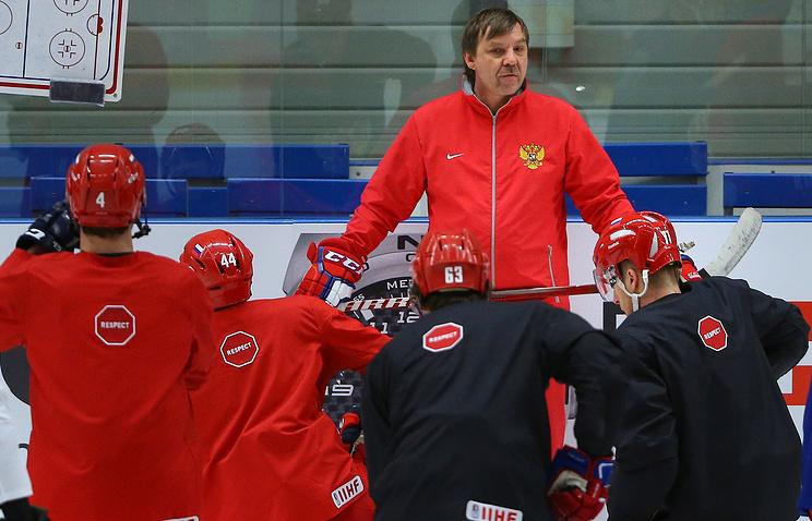 Тренировка игроков сборной РФ по хоккею в Чехии