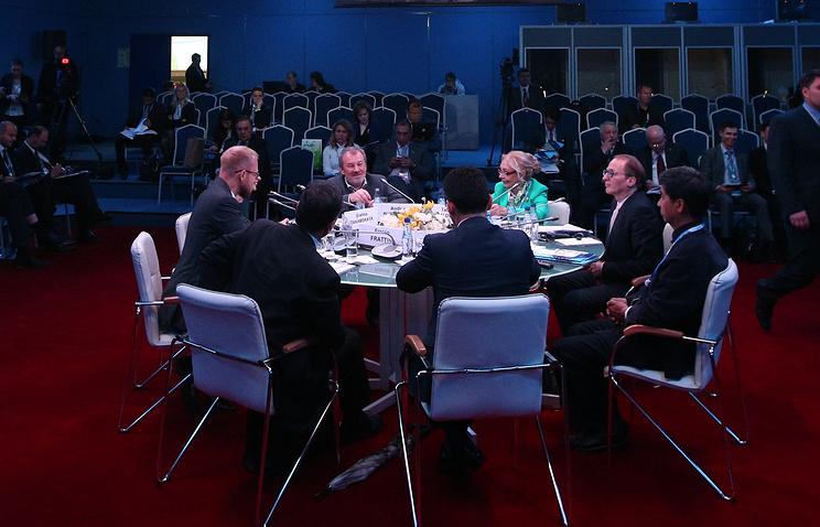 """Во время теледебатов канала """"Россия 24"""" и МДК """"Валдай"""" на тему """"Шелковый путь и большая Евразия: политика, экономика, инфраструктура"""""""