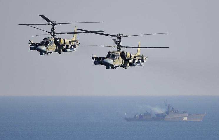 """Вертолеты ВВС РФ Ка-52 """"Аллигатор"""" во время батальонного тактического учения морской пехоты Тихоокеанского флота"""