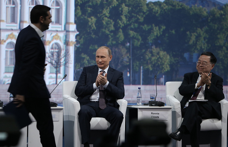 Премьер-министр Греции Алексис Ципрас, президент России Владимир Путин и глава Hang Lung Properties Ронни Чан