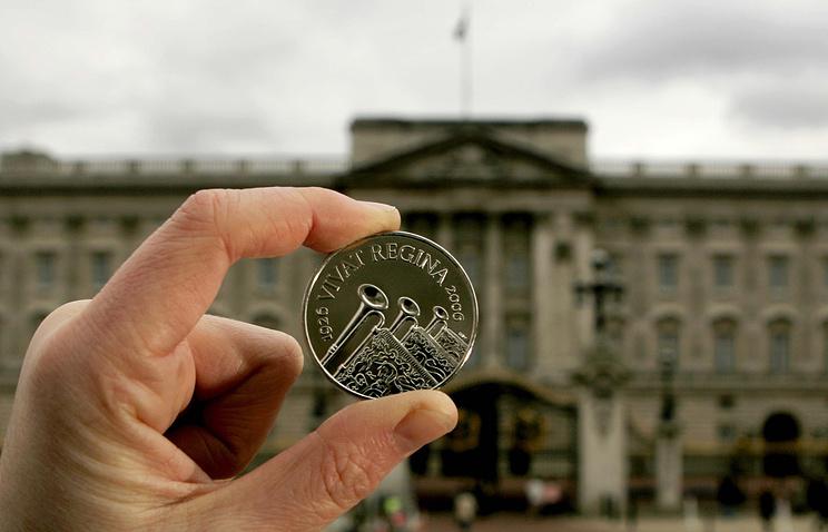 Монета номиналом пять фунтов, выпущенная к 80-летию Елизаветы II