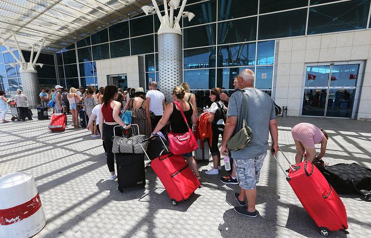 Туристы в международном аэропорту Суса