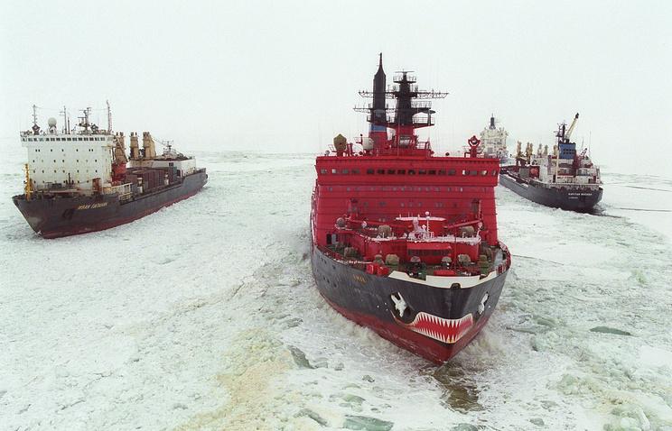 """Атомный ледокол """"Ямал"""" во время ледовой проводки по Северному морскому пути"""