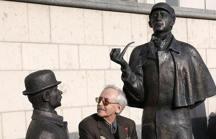 Василий Ливанов на открытии памятника Шерлоку Холмсу и доктору Ватсону перед зданием британского посольства в Москве, 2007 год