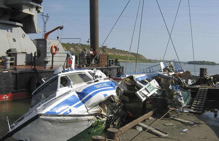 Работы по подъему потерпевшего крушение теплохода на реке Иртыш, 17 августа 2013 года