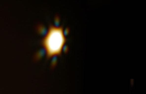 Вид ультра широкополосного лазерного луча, на выходе из волокна одномодового фотонного кристалла, при отсутствии искажений