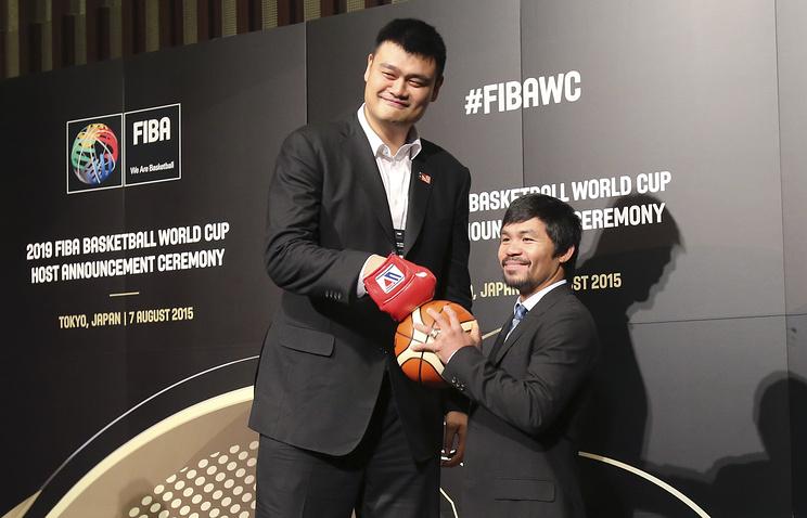 Послы заявок Китая и Филиппин баскетболист Яо Мин и боксер Мэнни Пакьяо