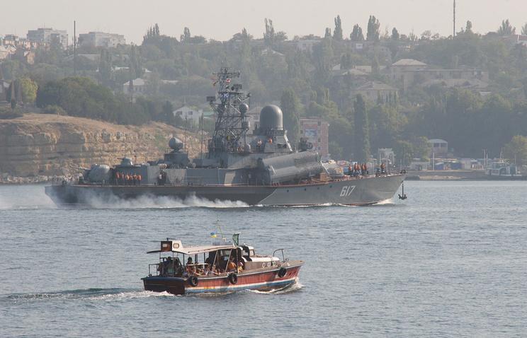 """Ракетный корабль """"Мираж"""" в порту Севастополя"""