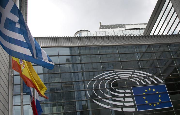 Зданием Европарламента в Брюсселе