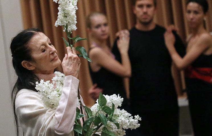Итальянская балерина Карла Фраччи (слева)