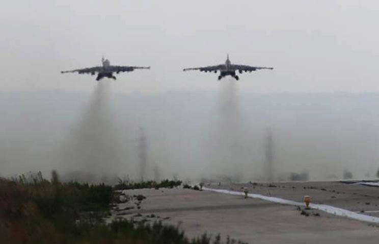 """Российские самолеты Су-25СМ на авиабазе """"Хмеймим"""""""
