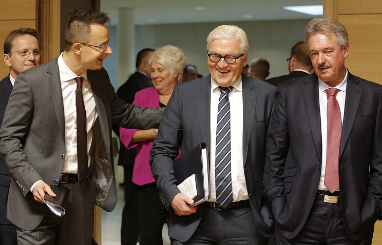 Министры иностранных дел Венгрии Петер Сиярто, Германии Франк-Вальтер Штайнмайер и Люксембурга Жан Ассельборн