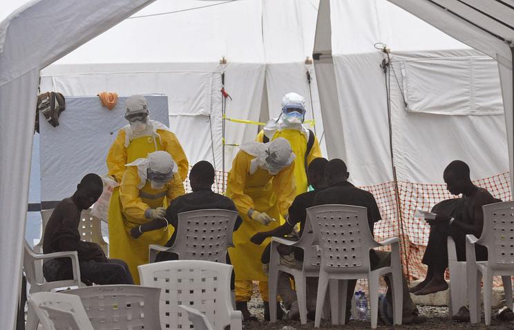 Работа врачей с пострадавшими от вируса Эбола, Либерия