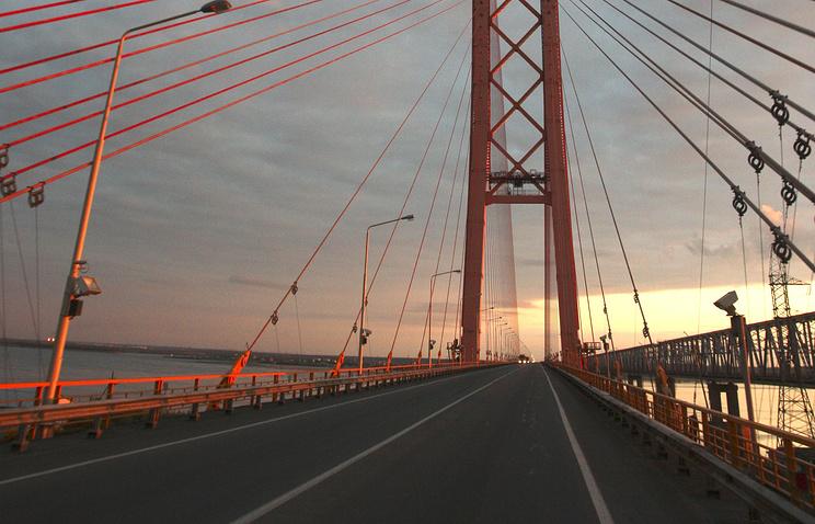 Сургут. Автомобильный мост через реку Обь