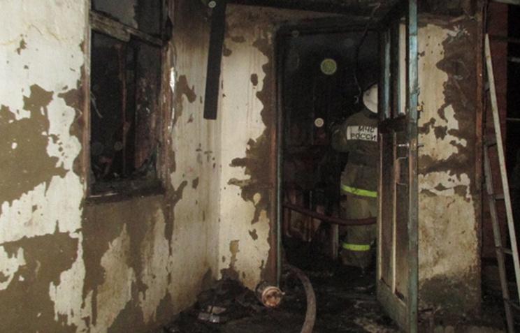 На месте пожара в станице Холмская, где в результате пожара погибли семь детей