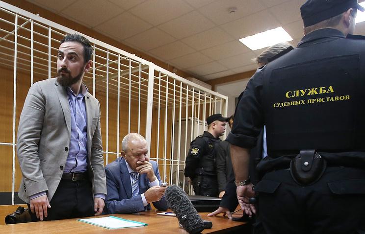 Дмитрий Цорионов (Энтео) и адвокат Михаил Кузнецов