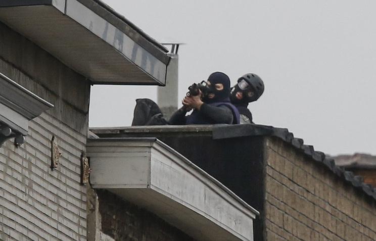 Снайперы на крыше дома на улице Моленбек, Брюссель, 16 ноября