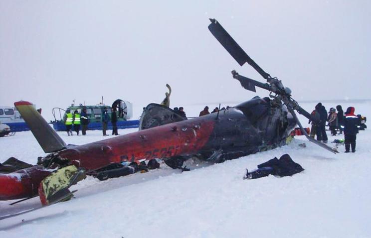 На месте падения вертолета Ми-8 с пассажирами на реке Енисей в Туруханском районе, 26 ноября