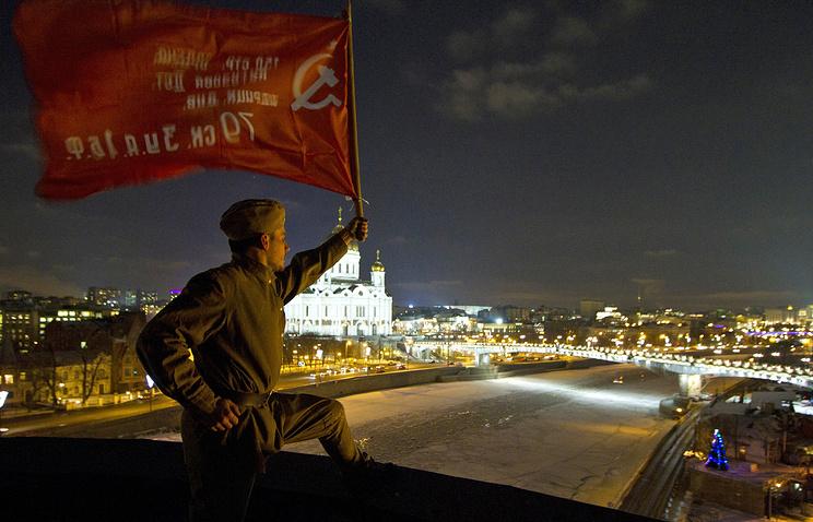 Во время акции протеста в связи с соцопросом, посвященным защите Ленинграда в годы ВОВ, 2014 год