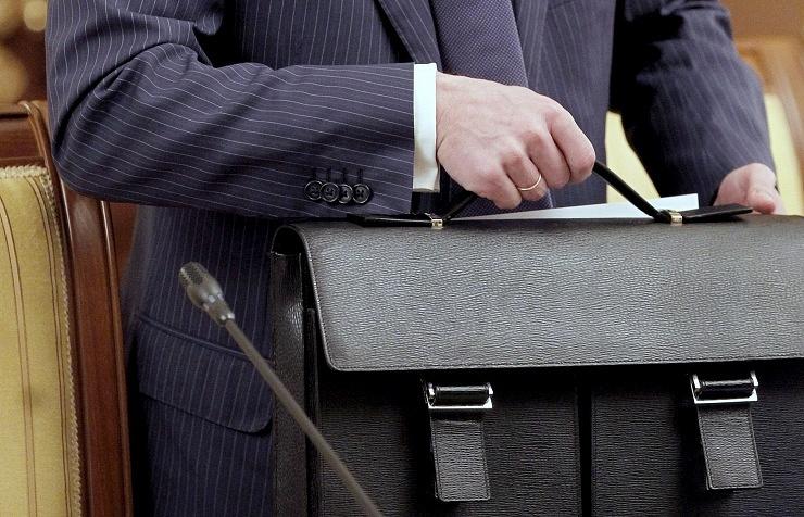 Госдума приняла во втором чтении закон о повышении пенсионного возраста чиновникам