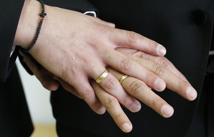 ВИталии узаконили однополые гражданские союзы
