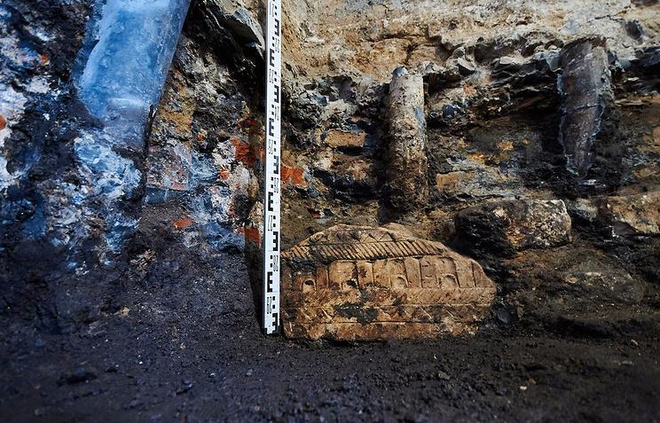 Фрагмент белокаменной арки обнаружили впроцессе реконструкции Тверской улицы