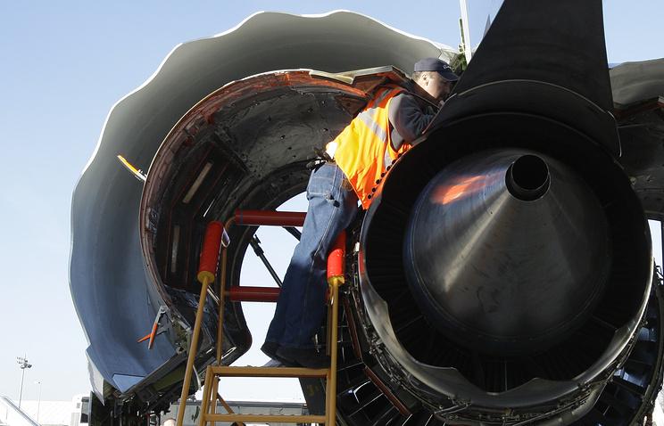 Рейс Абакан— Москва схвачен из-за птицы втурбине Boeing