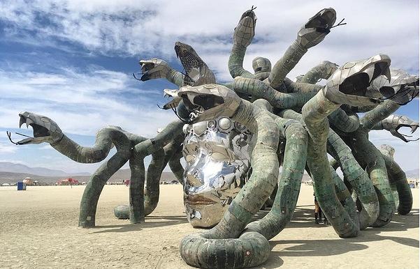 Самый необыкновенный фестиваль Burning Man впустыне Невады подходит кконцу