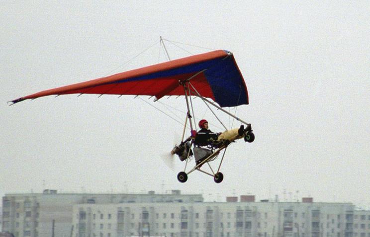 ВПодмосковье при падении дельталета на личный дом умер пилот