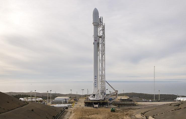Компания SpaceX заподозрила впричастности квзрыву собственной ракеты соперников