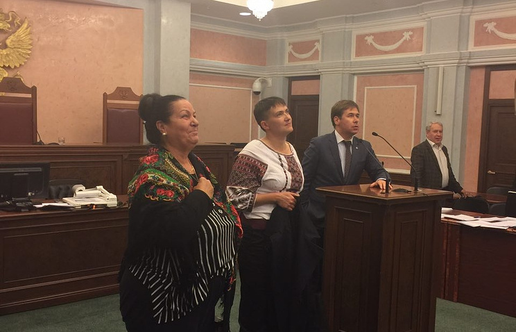 Савченко на совещании суда крикнула «Слава Украине, героям слава»