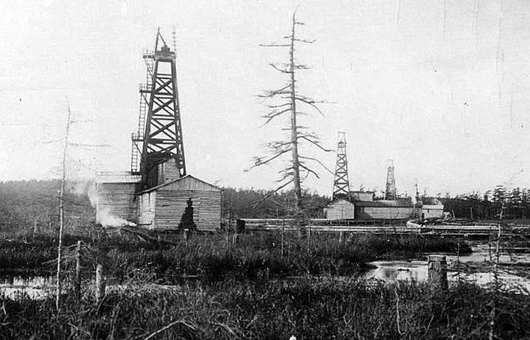 Нефтяные вышки на Сахалине, начало ХХ века