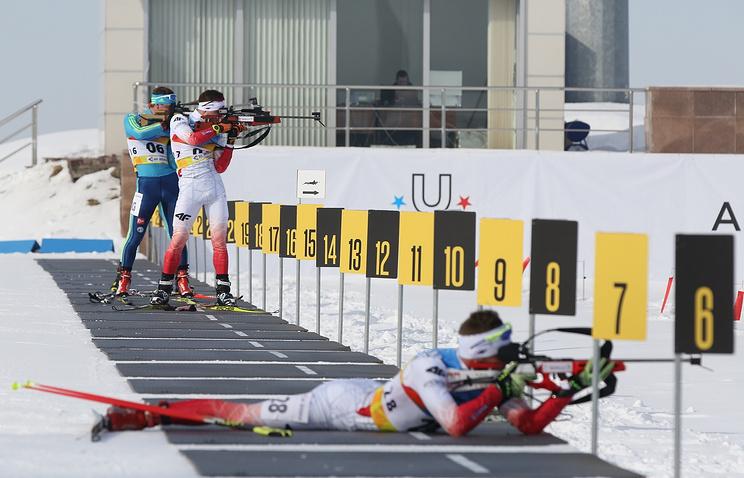 Русские биатлонисты заняли весь пьедестал почета вгонке преследования наУниверсиаде