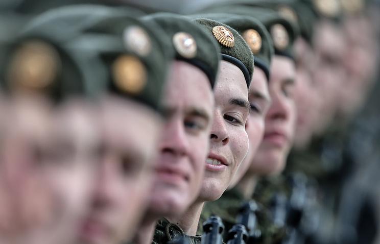 Жители России хотят видеть собственных родственников врядах военнослужащих