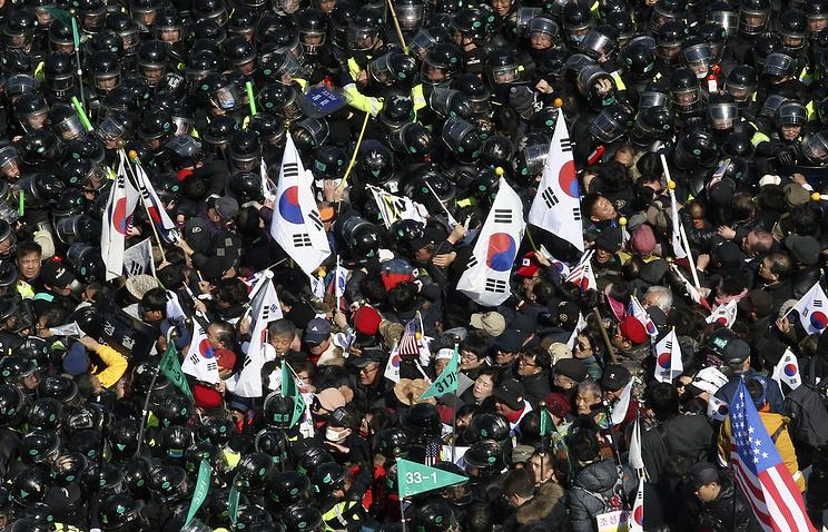 ВЮжной Корее впроцессе столкновений после импичмента умер протестующий