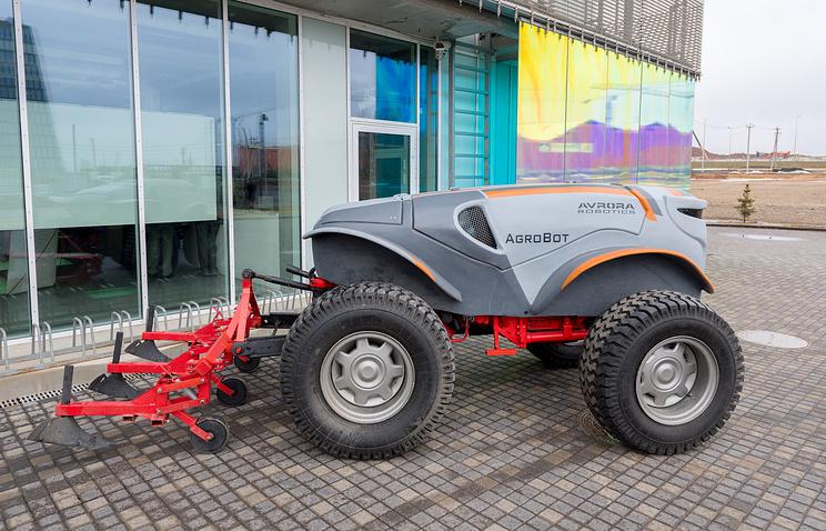 Беспилотный сельскохозяйственный трактор