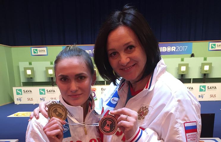 Татьяна Голдобина (справа) и чемпионка Европы Дарья Вдовина