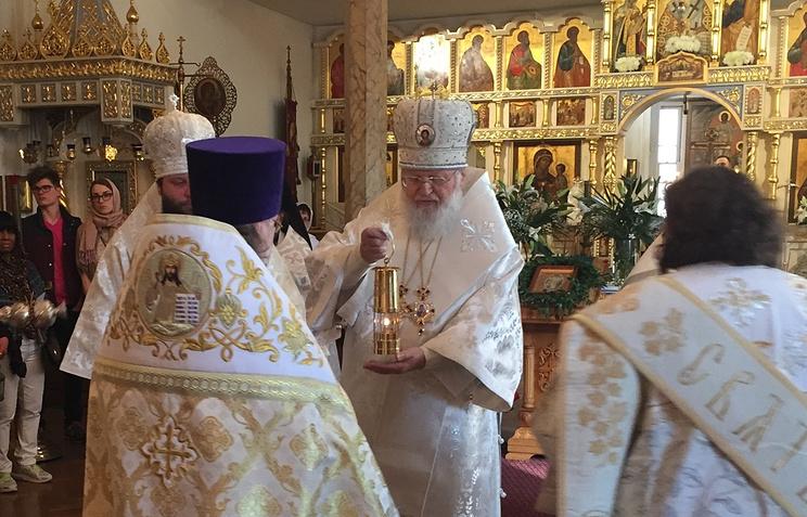 Митрополит Иларион, Глава РПЦЗ в храме Синодального Знаменского собора проводит торжественную встречу Благодатного огня