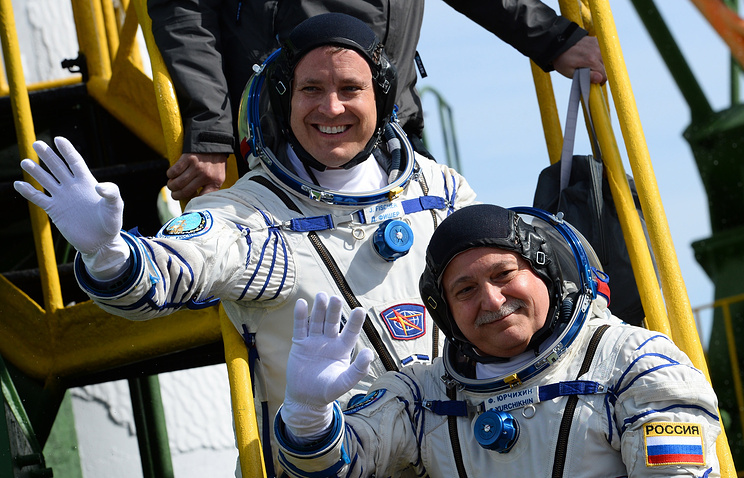 Члены основного экипажа экспедиции на Международную космическую станцию космонавт Роскосмоса Федор Юрчихин (на первом плане) и астронавт НАСА Джек Фишер