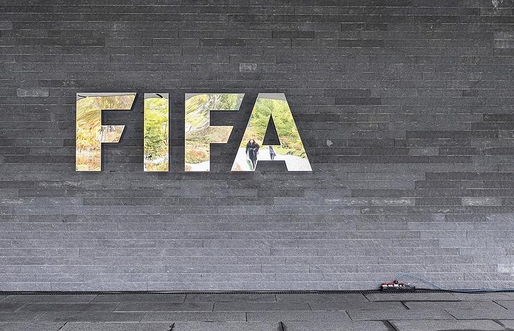 Чиновник ФИФА Лай отстранен на90 дней после принятия вкоррупции