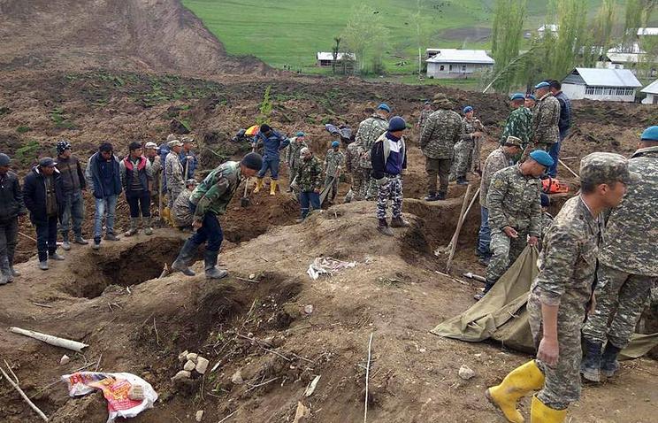 Тела 2-х детей отыскали вКиргизии после схода оползня