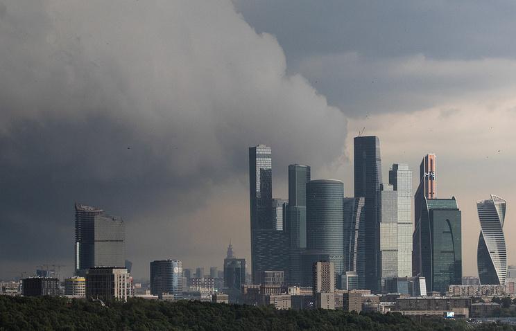 МЧС распространило экстренное предупреждение о грозе с ветром в Москве - Общество - ТАСС