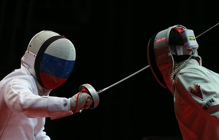 Павел Сухов (слева)